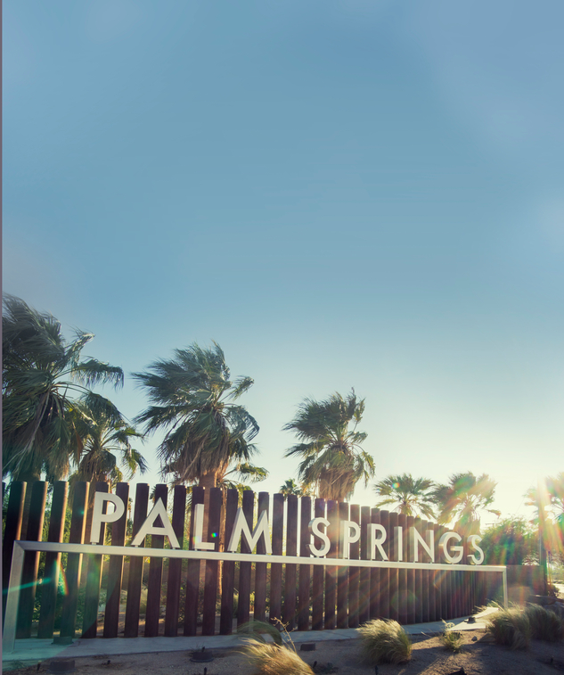 Palm Springs Welcome sign blue sky copy space